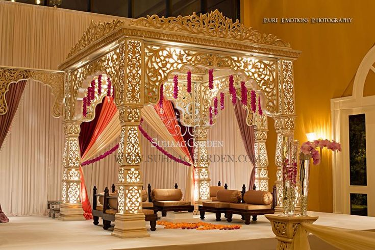 This would be great for a ball with a Middle Eastern theme.