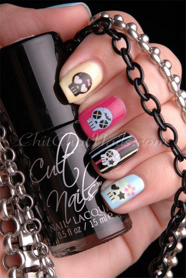 35 Killer Skull Nail Art Designs for Halloween | http://www.meetthebestyou.com/35-killer-skull-nail-art-designs/