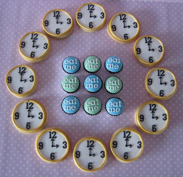 Alice in Wonderland inspired cakes and cookies
