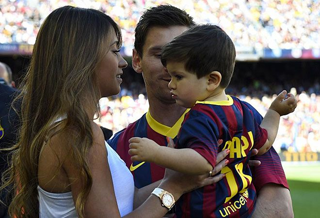 Después de las fotos, Thiago fue a brazos de Antonella.