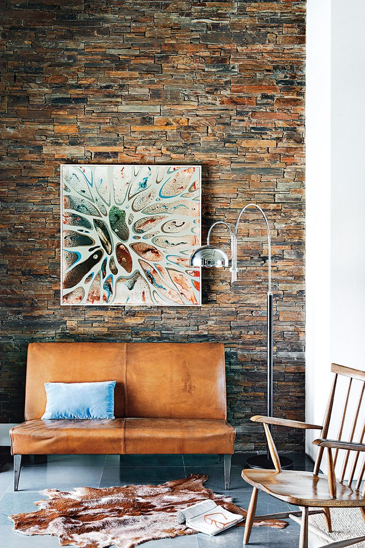 De piedra | A pocos kilómetros de La Coruña, un loft de espíritu cosmopolita reúne lo mejor de cada casa: piedra de la India, vintage holandés, danés, francés, y toques gallegos. Naciones unidas en buena armonía.