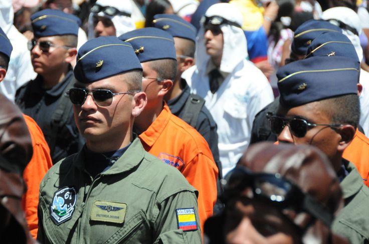 Uniformes históricos de la Fuerza Aérea Colombiana | por Ronald Dueñas