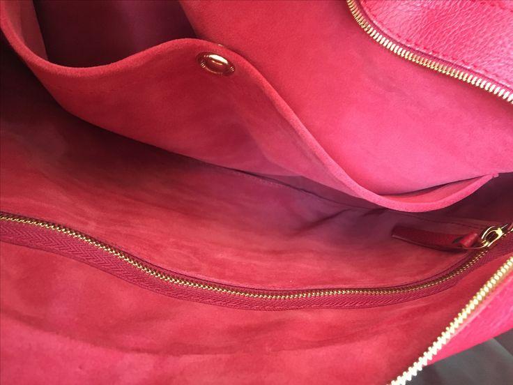 Inside Model #3 Men's Red Leather-Velour Briefcase with golden fittings. ------------------------------------------ Внутри третьей модели мужской серии деловых портфелей (Красная кожа/красный велюр) с фурнитурой, выполненной в золоте. #ageyenkofabrica #leatherbriefcase #italianleather #madeinukraine