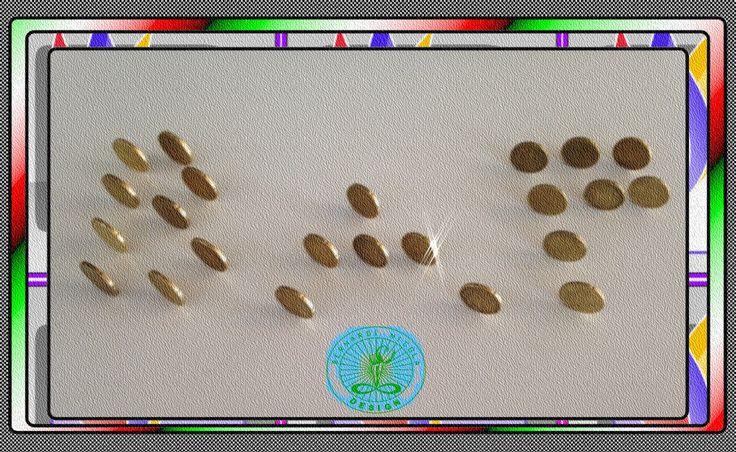 design moderno: Foto artistica di una scritta composta da monete d...