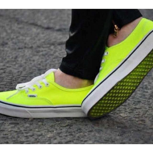 Fluor!!: Neon Vans, Vanss, Fashion, Vans Shoes, Yellow Vans, Neon Style, Vans Authentic, Black Jeans, Neon Yellow