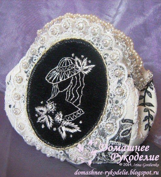 Домашнее Рукоделие / Home Handmade: Маленькая сумочка с вышитым медальоном / Handbag w...