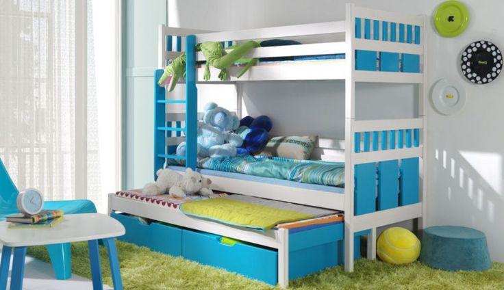Łóżko piętrowe – marzenie każdego malucha :) Prezentujemy trzyosobowe łóżko Maksymilian firmy Nowoczesne Meble Cyrskie. W komplecie materace oraz barierka.