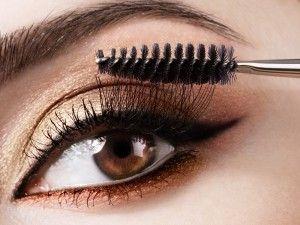 Smokey eyes goude kleur voor bruine ogen