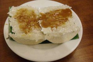 Kue Rangi merupakan salah satu makanan ringan khas Betawi, istilah nama Betawi diberikan pada jaman Belanda untuk orang asli penduduk Batavia (nama lain Kota Jakarta waktu dulu). Bahannya terbuat dari kelapa tua yang diparut, lalu dicampur sagu atau tepung kanji dan garam serta saus kentalnya dari campuran gula jawa/merah, sagu dan sedikit air.