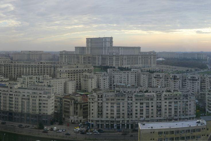 Palatul Parlamentului. (  Silviu Matei / Mediafax Foto  ) - See more at: http://zoom.mediafax.ro/travel/bucurestiul-vazut-de-sus-11562392#sthash.ap8bTl9B.dpuf