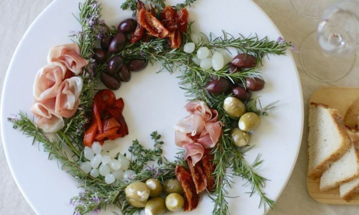 Want cute,  fun and edible Christmas decorations your guests (and kids) will love making and eating? Browse this list of kid-friendly recipes and ideas for inspiration.