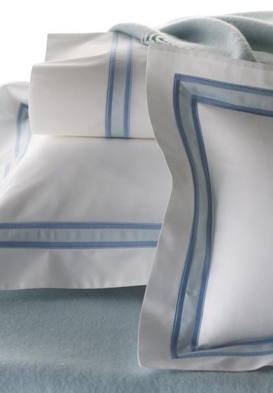 Bespoke bed linens by Léron. View our Graphique collection.