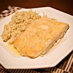Saumon au barbecue au beurre de lime pimenté @ qc.allrecipes.ca