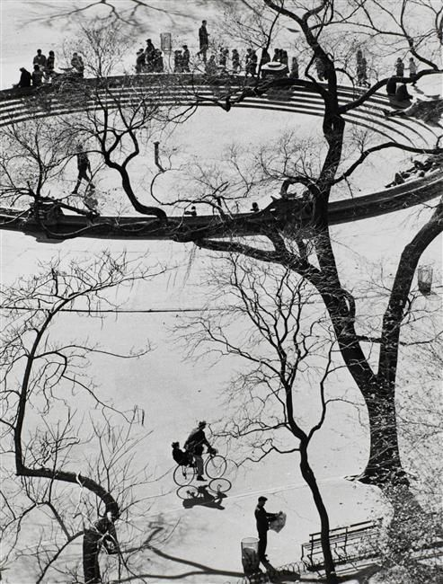 Washington Square, New York  Description : Tirage de Igor Bakht (1977)  Auteur : Kertész Andor (1894-1985), André Kertész (dit)