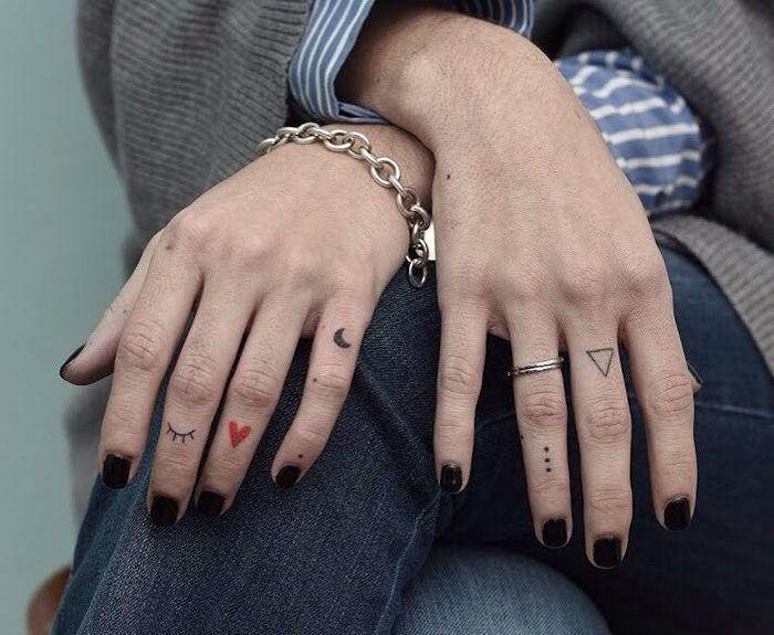 Tatouages au doigt féminin gracieux: beaucoup d'idées ….   – tattoowelt