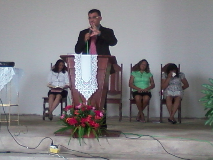 Pastor Fabio Lazaro no Culto Divino. Em 15/06/2013.