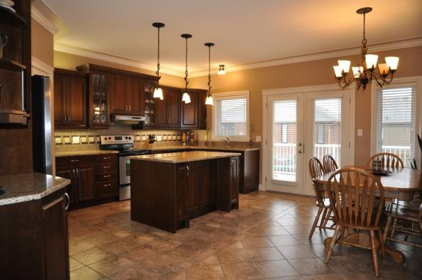 This Kitchen Is In A 3 Bedroom Bi Level Home In Saskatoon Briarwood