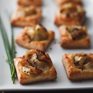Caramelized Onion and Apple Tarts with Gruyere and Thyme Recipe from Williams Sonoma: Every holiday soiree needs an easy and elegant appetizer to keep guests satisfied until the main event. This recipe from Chef Justine Kelly is just the thing: simple, pretty and delicious, with caramelized onions, apples and grated Gruyère cheese atop store-bought puff pastry.
