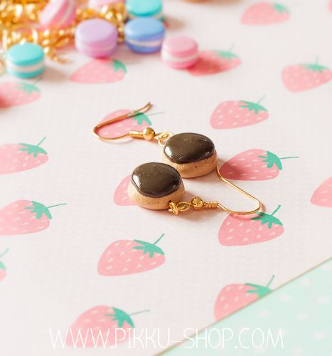 Berliner Donut Earrings (choco) from Pikku Shop | www.pikku-shop.com | #kawaii #berlinerdonut #earrings #cute  #polymerclay #fimo
