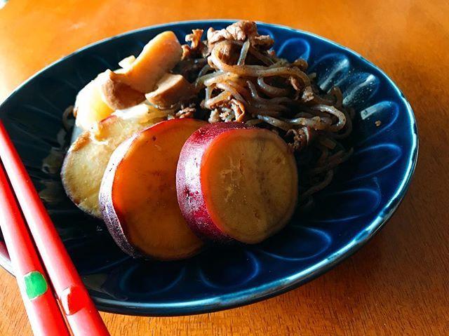 ★★ これまた本に載ってたやつで、さつまいもの肉じゃが風🍠🍠 作ってみました😆  ジャガイモやなくても、さつまいもで作ってもめっちゃおいしかったー‼︎👌 我が家の肉じゃがは牛肉🐃やねんけど、関東は豚肉??なんかな……?💭 . . #おうちごはん #夜ごはん #晩ごはん#和 #朝ごはん#肉じゃが ?#さつまいも#肉 #和食 #手作り #クッキングラム #美味しい #作り置き #料理#写真を撮るのが好きな人と繋がりたい #food #foodporn #sweet #dinner #breakfast #cooking #yummy #instagood #love #japan #instafood #like4like #yummy #instadaily #homemade #photography