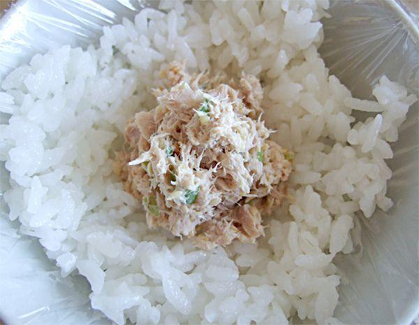 Anders dan je wellicht zou verwachten bij de Japanse keuken maken we in Global Cuisine geen sushi maar Onigiri: Japanse gevulde rijstballetjes.