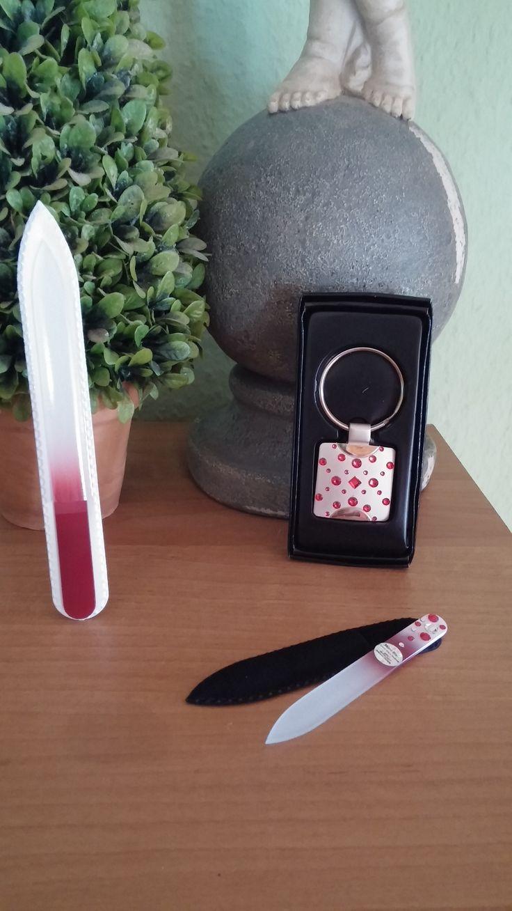 ein Bericht ist online gegangen ich durfte eine Glasnagelfeile testen von der Firma http://www.nagelfeile-geschenke.de/ schaut mal auf meinem Blog dort ist der vollständige Bericht http://utasstuebchen.jimdo.com/kosmetik/