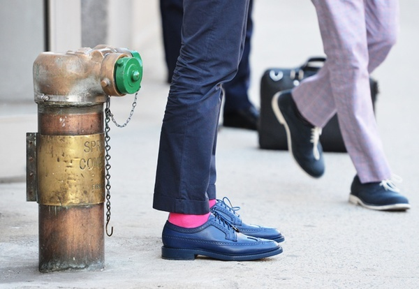 Tommy Ton: Preppy Style: Fashion Weeks, Preppy Style, Colors, Men Style, Oxfords Shoes, Men Street Style, Blue Shoes, New York Fashion, Pink Socks