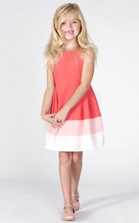 Un vestido fresco¡ Necesita un tocado pequeño en esos tonos¡