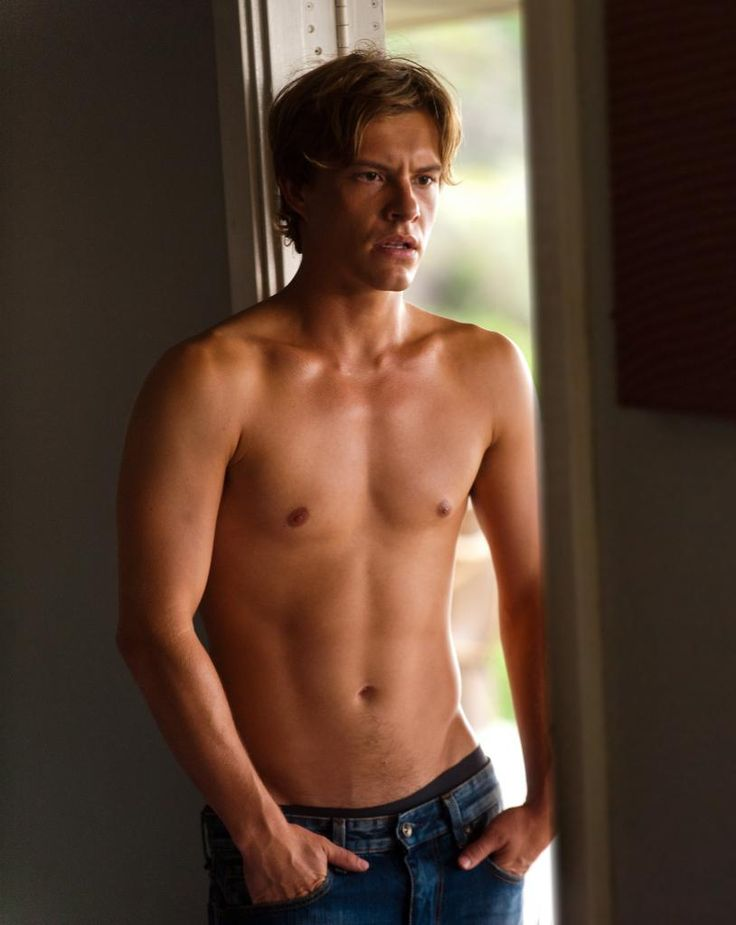 3 New 'Two Mothers' Stills Starring Xavier Samuel