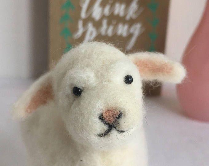 Cordero de fieltro de la aguja, la aguja fieltro oveja cordero de Pascua, lana de cordero, cordero de miniatura, regalo de Pascua, cordero