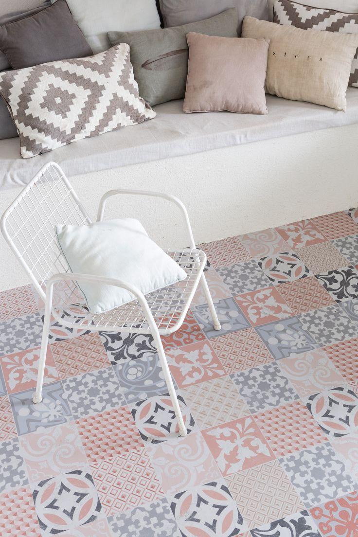 Home plus Fix - Porto color: Pvc klik tegels | Door deze Portugese tegel krijgt uw woning direct een bijzondere uitstraling. Houd de rest van de ruimte neutraal om de vloer alle aandacht te geven die hij verdient. Hele mooie vloer met een mooi patroon. #vloer #patroon #vloeren #pvc #vinyl #tegel #tegels