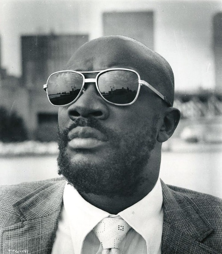 THE HIT PARADE www.estacion71.com Isaac Hayes, Oscar winning Shaft  soundtrack