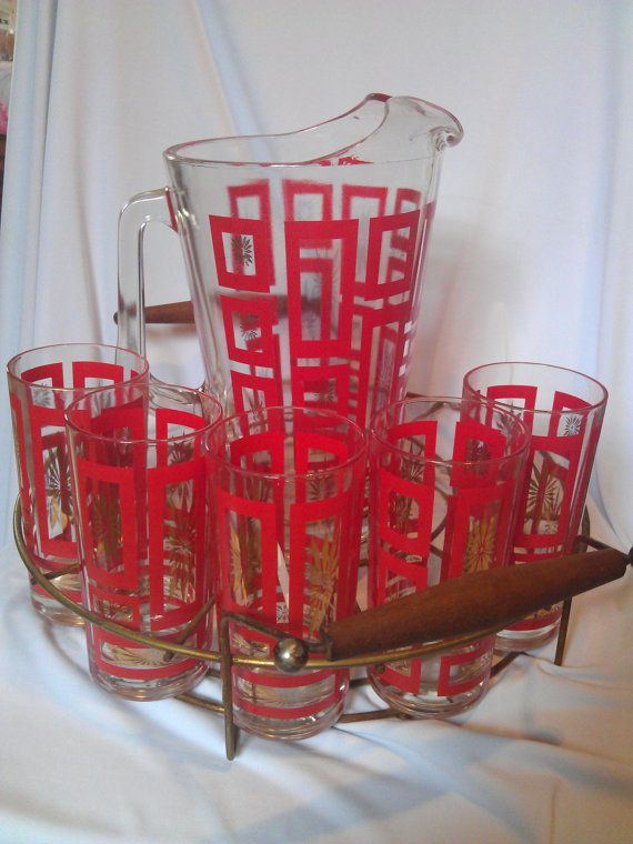 Vintage Red and Gold Starburst Drink Set Glasses and by FolkLura,