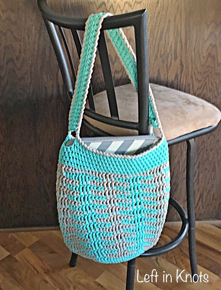 Illusions Tote Bag-A FREE crochet pattern that works up quickly using Bernat Blanket Home Dec #crochet #marketbag #diytote #freepattern @Michaels Stores @Yarnspirations