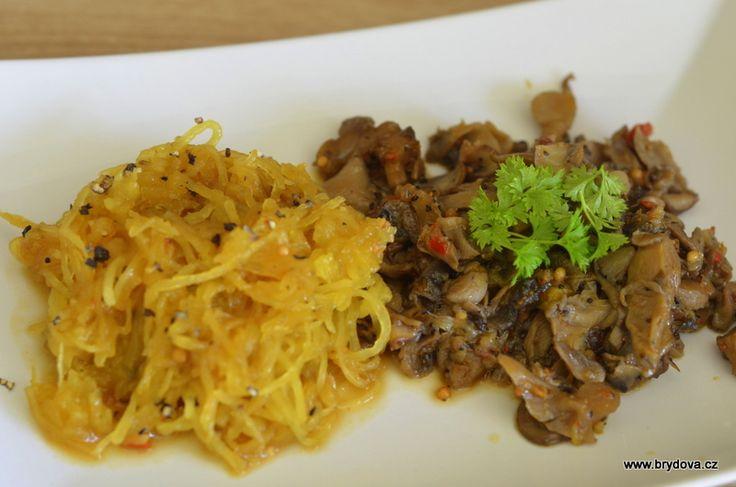 Špagetová dýně s houbami