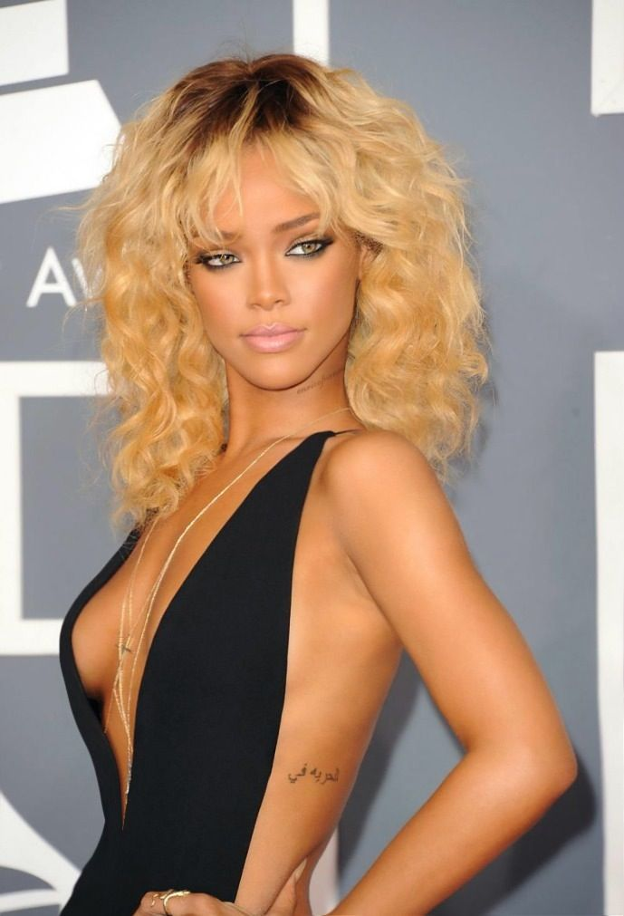 Rihanna.. love this dress with accessories