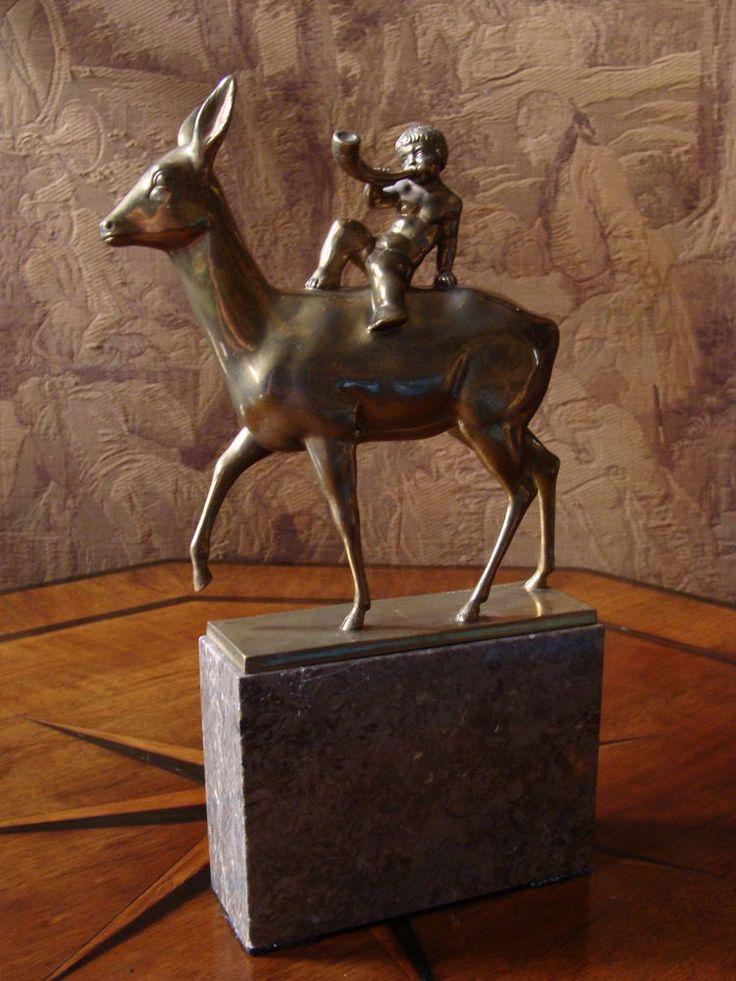 Bronze Art Deco Figur Putto Reh Symbolismus Neue Sachlichkeit Kalksteinsockel