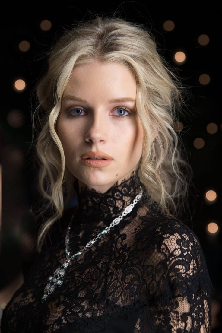 Kate Moss' younger sister Lottie Moss has landed her first major jewelry campaign. The 18-year-old has been announced as the ambassador of Bulgari's spring-summer 2017 accessories line. The jewelry brand unveiled behind the scene images as well as an official portrait shot. In the images, Lottie can be seen posing with the Serpenti handbag line …