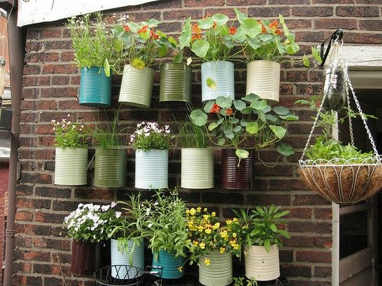 Lovely container gardenGardens Ideas, Container Garden, Painting Cans, Coffe Cans, Coffee Cans, Flower Pots, Herbs Gardens, Tins Cans, Wall Gardens