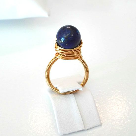 HANDMADE RING LAPIS LAZULI GOLD with Lapis Lazuli 10mm and Goldplated Silver Wire. The ring is made to your size on request | Crystal Pepper