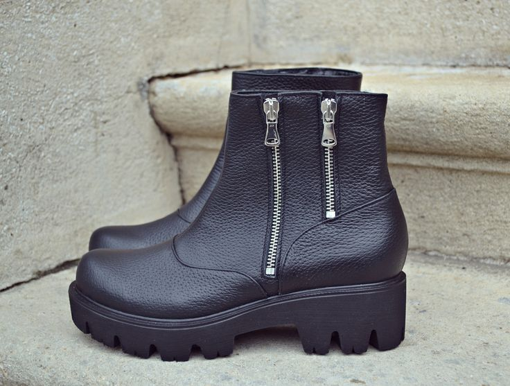 #the5thelementstore #fallwinter #rock #zipper #boots #rosettishowroom #the5thelementshoes