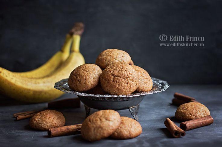 Biscuiti cu banane si scortisoara- In ultima vreme am fost in cookie fever, sa-i zic asa. Am incercat o multime de retete de biscuiti care de care mai bune. Astazi, avem biscuiti de post, bi