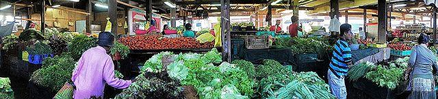 Petit marché de Saint-Denis | Flickr: partage de photos!