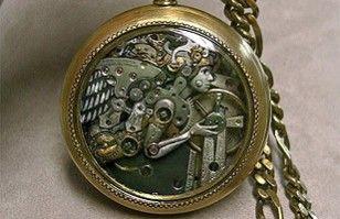 Bellas esculturas hechas de piezas de relojes