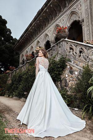 Fresh Merav is a graduate of Fashion Design Schools in Milan and Rome The fashion studio
