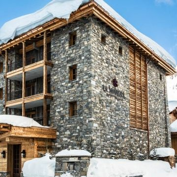 LA MOURRA HOTEL VILLAGE 5* – Val d'Isere Hotel Village La Mourra is a new #luxury #hotel complex at the top end of town that will hopefully be completed in time for this #winter.  http://bit.ly/2dHxOkG