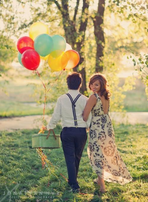 balloons and basket = hot air balloon themed engagement photos