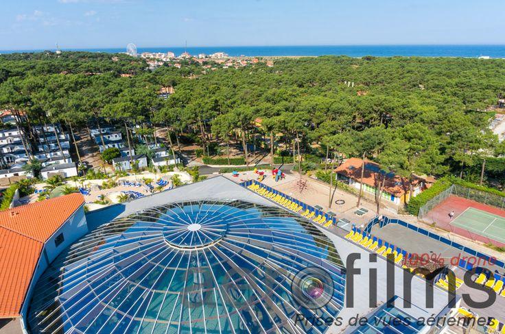 La bulle du camping Airotel L'Océan - Aqualiday Lacanau, qui recouvre l'espace nautique couvert avec rivière à contre courant, ambiance tropicale, SPA, salle de fitness...