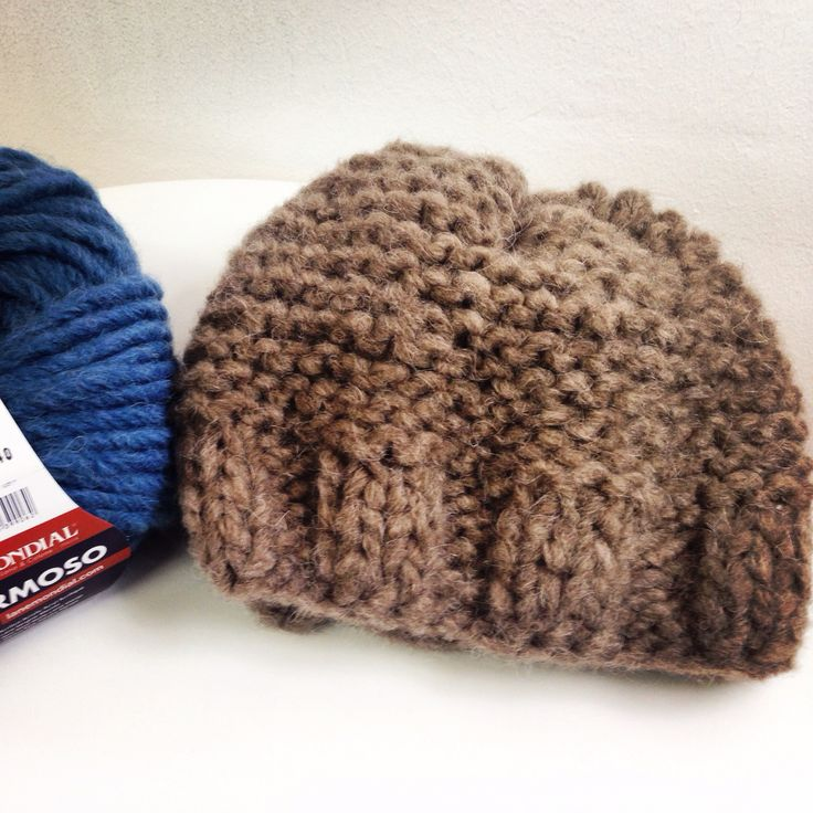 Gorro tejido con lana Hermoso de Mondial, es muy gruesa y suave