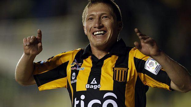 El boliviano The Strongest venció con merecimiento 3-1 en La Paz al brasileño Internacional de Porto Alegre, en partido disputado este martes por la primera fecha del Grupo 4 de la Copa Libertadores de América 2015.